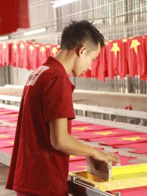 In áo cờ đỏ sao vàng